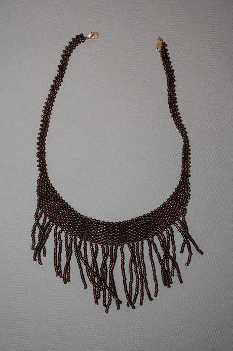 Hnedo-bordový náhrdelník,
