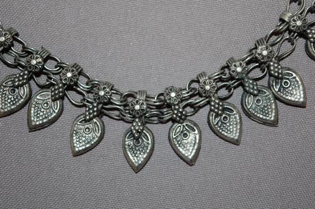 Kovový náhrdelník,