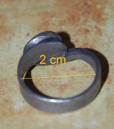Kovový prsteň,