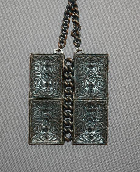 Retro kovový náhrdelník,