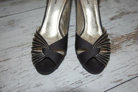 Spoločenské sandále čierno-zlaté, 39