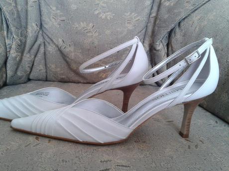 Biele nenosene kozene topanky/vhodne svadobne , 38
