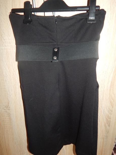 Čierne šaty, 36