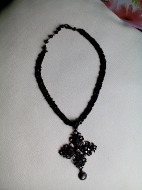 Černý luxusní náhrdelník,