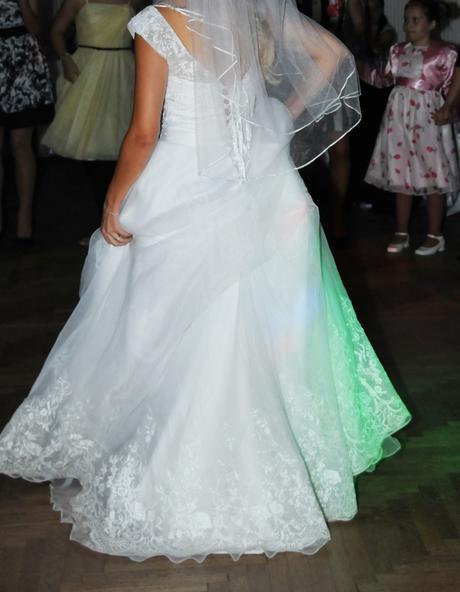 Svadobné šaty s čipkou,závoj, podväzok,kruh,bolerk, 36