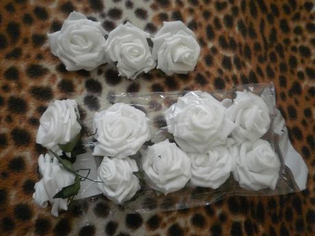 12 penových ruží na dekoráciu,