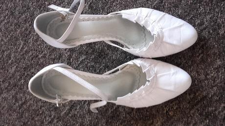 Bíle boty, 36