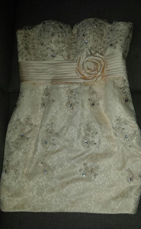 Krémové šaty s bolerkom aj ako svadobné, 40