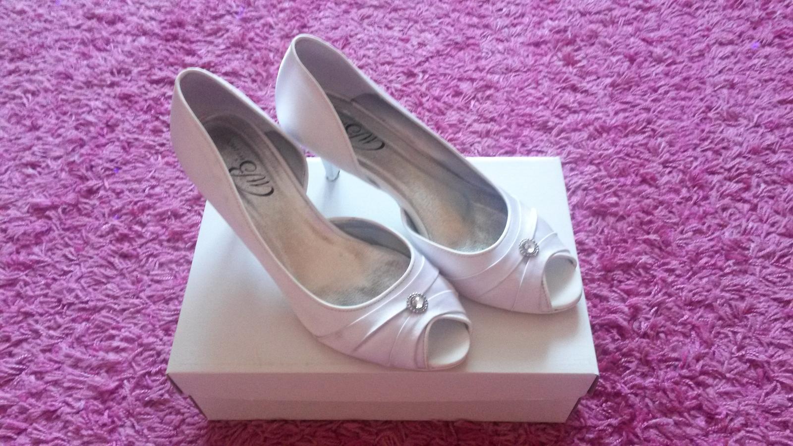 ab666eabb315 Svadobné topánky s kamienkom