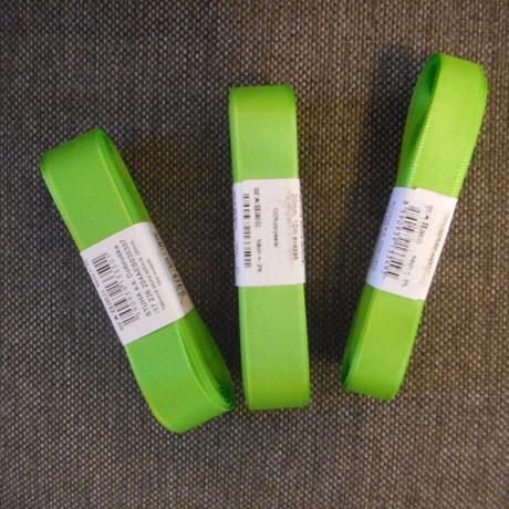 zelené stuhy,