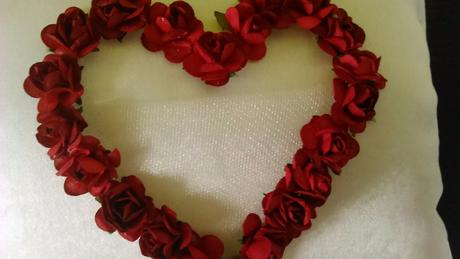 Polštářek pod prstýnky s červeným srdcem,