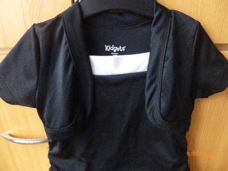 Černé šaty pro družičku, 104