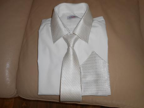 kosela s kravatou, 44