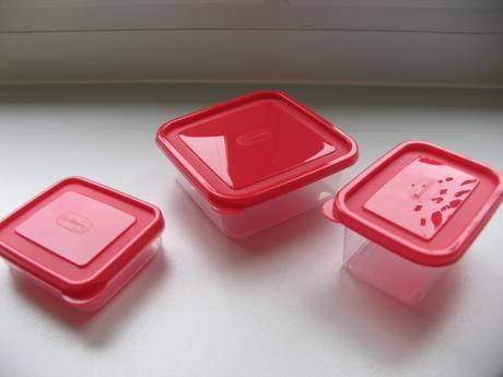 Menšie nádoby na potraviny,