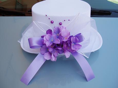 bílý cylindr-fialová hortenzie,