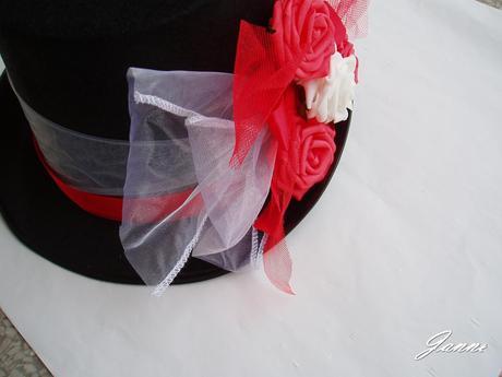 cylindr-červený s bílou růží,