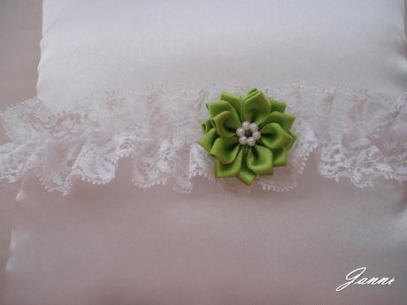 krajkový podvazek s kytičkou-zelená, 36