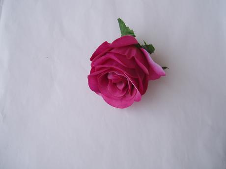 květ umělé růže,