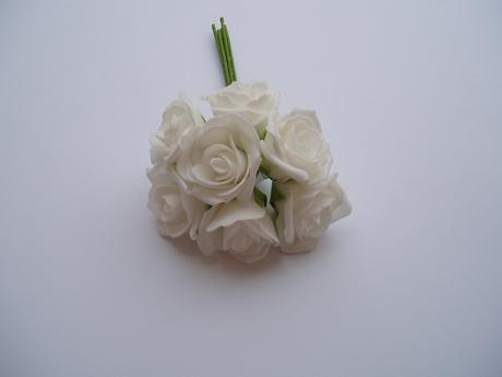 kytice pěnových růží-bílá,