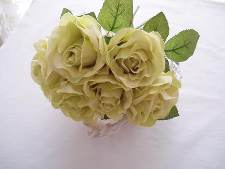 kytice zelených růží,