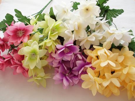 kytka fialových kvítků-lila,