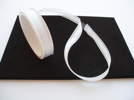 ozdobná stuha bílá-prstýnky,