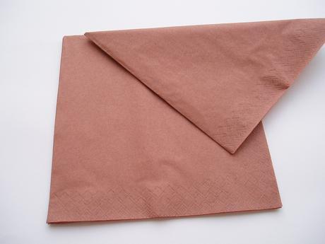papírové ubrousky-hnědé,