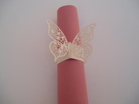 papírový kroužek na ubrousky-motýl,