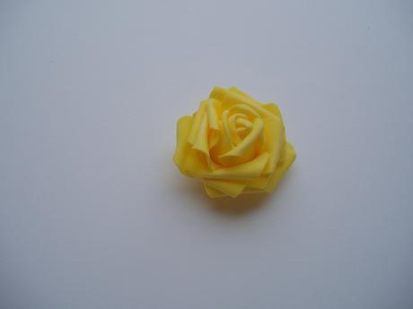 pěnová růže-žlutá,