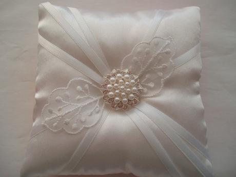 polštářek pod prstýnky-bílá svatba,