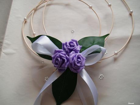 rozkvetlá kapota-fialové růže,