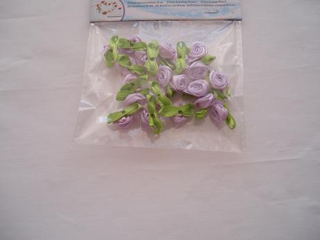 růžičky lila se zeleným lístečkem,