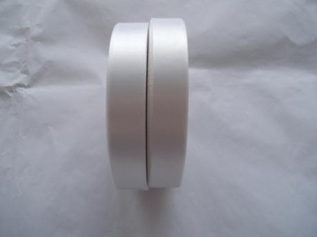 saténová stuha bílá 1,5 cm,