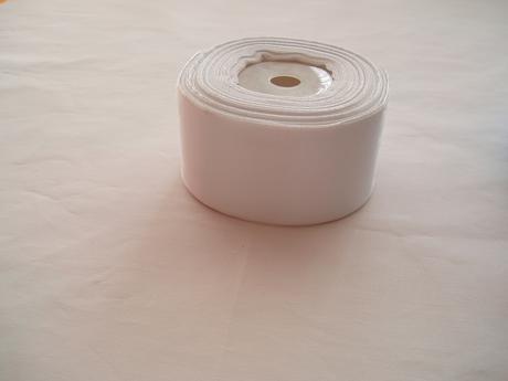 saténová stuha bílá-4 cm,