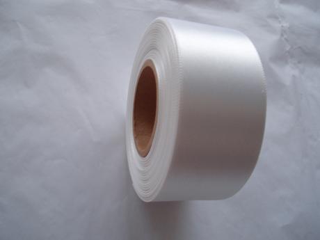 saténová stuha bílá 4 cm,