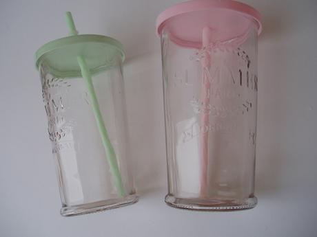 sklenice na nápoje,