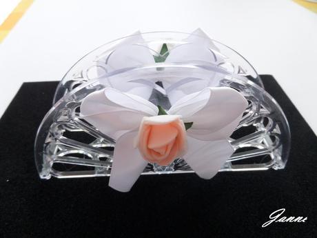 stojánek na ubrousky-zdobený růží,