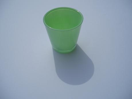 svícen skleněný-světle zelený,