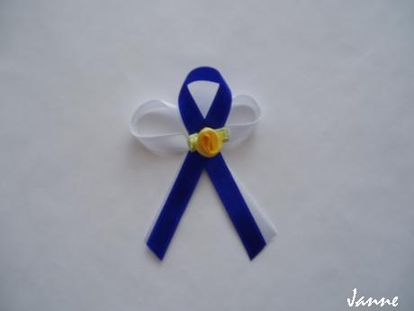 vývazek-modrý se žlutou kytičkou,