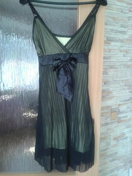 Lahvově zelené šaty, 38