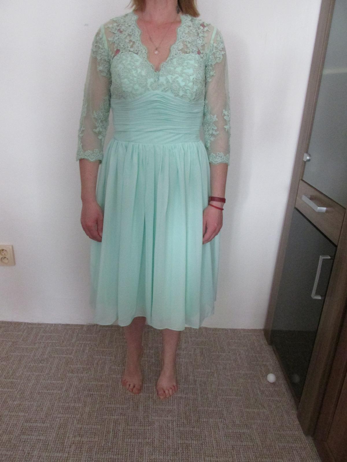 Nenosené šaty na príležitosť e81e30b49c9