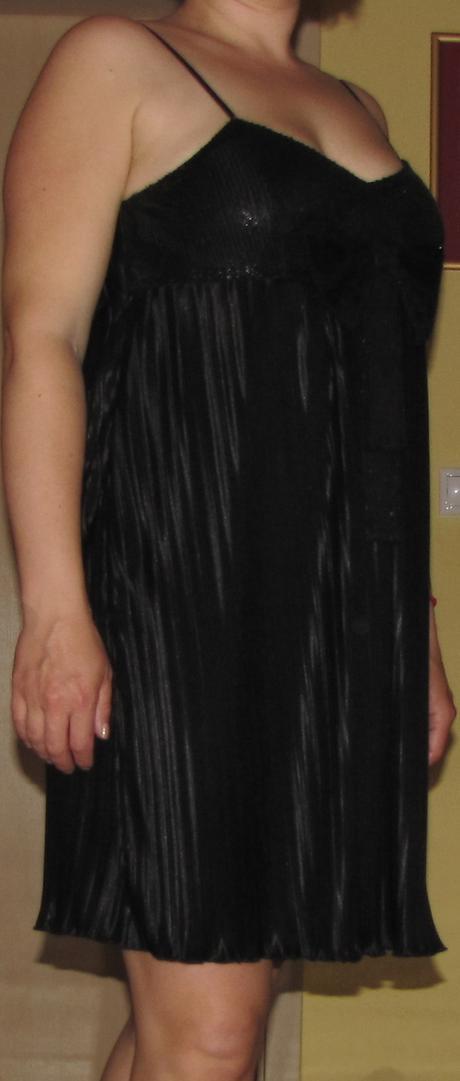 Spoločenské plísové šaty s flitrami, 38