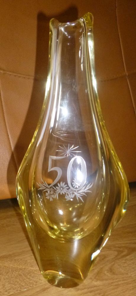 Váza z hutného skla,