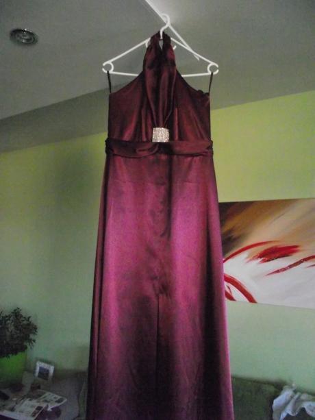 Vínové společenské šaty, 42