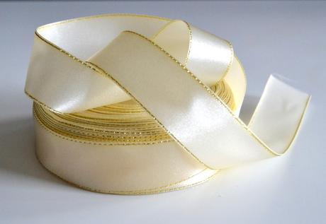Atlasová stuha 25mm - kremová so zlatým lemom ,