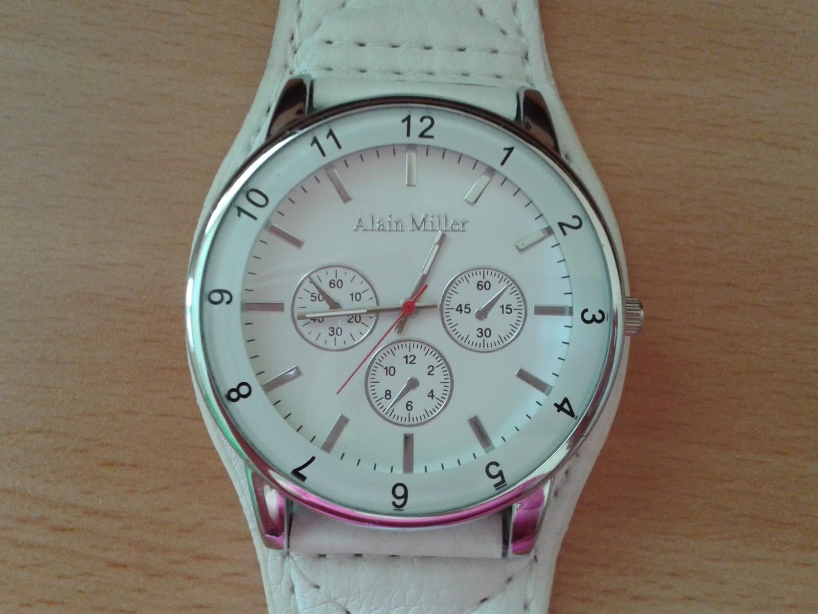 50eefb7c8fd Bílé dámské hodinky alain miller