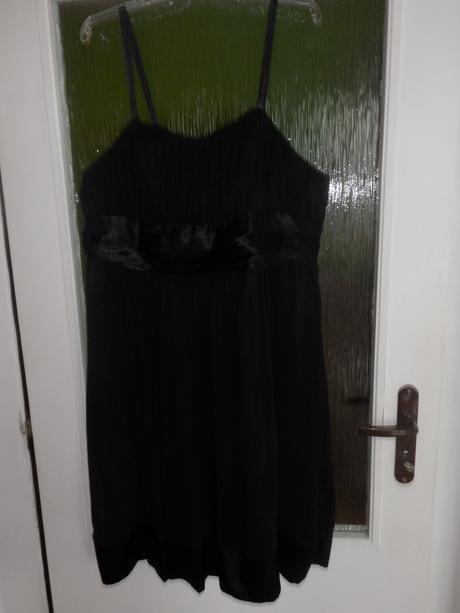 Čierne krátke šifónove šaty, 46