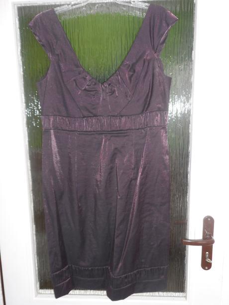 Krátke fialové šaty, 46