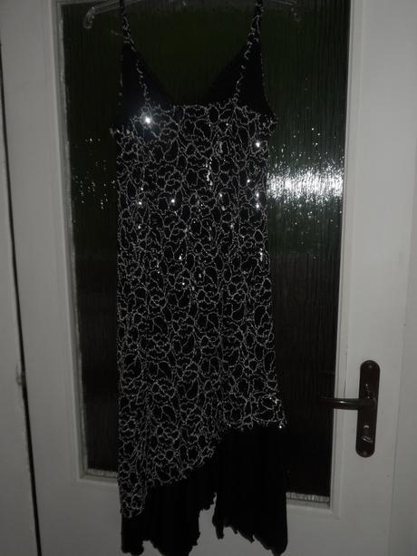 Tanečné šaty, 42