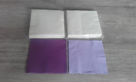 Bílé papírové ubrousky,